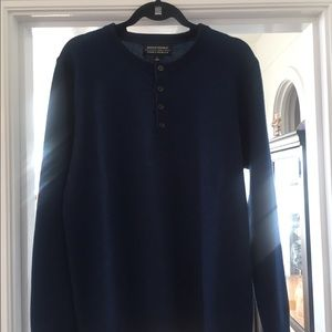 Men's 100% Cashmere sweater.